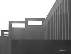 Geometrías arquitectónicas. Architectural geometries. (Esetoscano) Tags: arquitectura architecture geometría geometry silueta silhouette bw bn byn monocromo monochrome contraluz backlight abstracto abstract esetoscano