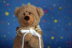 KNOT TOO BAD! || HAAL ME UIT DE KNOOP! (Anne-Miek Bibbe) Tags: knotsobad smileonsaturday knot knoop schoenveters shoelaces bear teddybear beertje teddybeer beer speelgoedbeer nounours canoneos700d canoneosrebelt5idslr annemiekbibbe bibbe nederland 2018