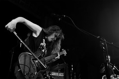 "Emma Ruth Rundle & Jaye Jayle @ UT Connewitz 18.10.2018 (Jan Rillich) Tags: emmaruthrundle tour akustisch soloprogramm ""ondarkhorses"" jayejayle deutschland electricguitar neofolk krautrock janrillich rillich leipzig concert konzert ut utconnewitz utconnewitzev 18102018 emmaruthrundlejayejayle live onstage photo foto picture photography fotografie musica music eos digital musik band group gig alternative underground szene theatre heinzestrasse image 2018 old cinema kino theater connewitz south süden canon 5dmarkiii 5d sigma 1810 blackwhite schwarzweiss bw"