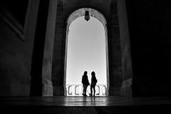 En la sombra (Osruha) Tags: palacioreal madrid españa espanya spain arquitectura architecture blancoynegro blackandwhite blancinegre bw bnw arco arch arc silueta silhouette nikon nikonistas nikond750 d750
