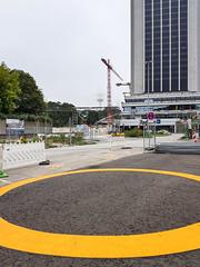 Without words (204) (Suchbild) Tags: hamburg baustelle strase gelb kreis fernsehturm hochaus urban yellow circle street
