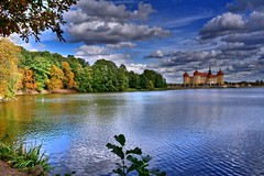 Eternal beauty (Tobi_2008) Tags: moritzburg schloss castle sachsen saxony deutschland germany allemagne germania teich pond wolken clouds himmel sky bäume trees