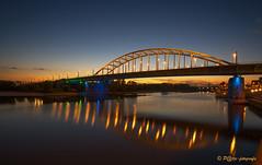 Arnhem-zuid staat in brand. (www.petje-fotografie.nl) Tags: arnhem bluehour johnfrostbrugarnhem bluaweuur petjefotografie wwwpetjefotografienl