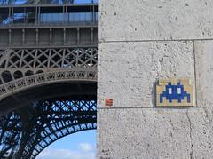 PA_126 Reactivated space invader in Paris (Sokleine) Tags: 75007 eiffel tour tower iron spaceinvader invader streetart street artderue arturbain urbanart tiles ceramics wall mur france