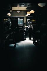 Pubs (Japo García) Tags: london pub bier japophoto light camarero dark vertical uno service realale