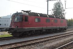 SBB Lokomotive Re 6/6 11631 bzw. 620 031 - 5 Dulliken ( Hersteller SLM Nr. 5018 BBC SAAS - Baujahr 1975 - Elektrolokomotive Triebfahrzeug ) am B.ahnnhof O.stermundigen bei B.ern im Kanton B.ern in der Schweiz (chrchr_75) Tags: hurni christoph oktober 2018 albumzzz201810oktober chrchr chrchr75 chrigu chriguhurni chriguhurnibluemailch schweiz suisse switzerland svizzera suissa swiss albumbahnenderschweiz20180712 schweizer bahnen bahn eisenbahn
