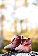 Skor-6 (fotofredrica) Tags: shoes shoe feet forest old still life red cfotofredrica