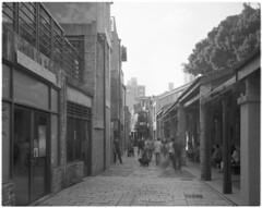 (yuehchung) Tags: 寫真 人生 街拍 建築物 透視 質感 復古 黑白 4x5