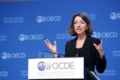 Presentation of the OECD Interim Economic Outlook (Organisation for Economic Co-operation and Develop) Tags: laurence chief economist oecd economic outlook boone
