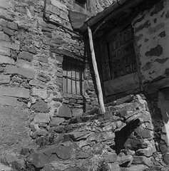 Montenegro de Cameros, Soria. (fcuencadiaz) Tags: montenegrodecameros soria castillaleón analogica monocromo mamiyac33 sekor 6x6 twinreflex twinlens objetivosfijos objetivosmanuales film fotografiaargentica fotografiaquimica formatomedio
