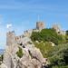 Touristen auf den Burgmauern der Burg Castelo Dos Mouros