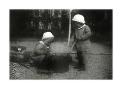 i gemelli a Vicenza febbraio 1937 (dindolina) Tags: italy italia veneto vicenza twins gemelli vignato family famiglia history storia 1937 1930s annitrenta thirties vintage