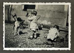 i gemelli con il cane - Vicenza aprile 1937 (dindolina) Tags: italy italia veneto vicenza gemelli twins vignato famiglia family history storia vintage cane dog 1937 1930s annitrenta thirties