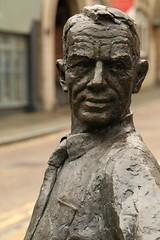 Bronze Stare (Derbyshire Harrier) Tags: mansfield 2018 town october nottinghamshire bronze sculpture street urban streetart churchstreet amphitheatresculpture davidannand face man