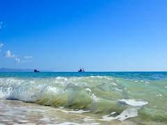 Fischerboote und Wellen an der Küste (marion streich) Tags: fuerteventura meer wellen fischerboote