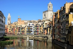 Catalunya - Girona - Riu Onyar & Pont de Sant Agusti (zorro1945) Tags: girona gerona catalunya catalonia espana spain riuonyar riveronyar reflections flickrtravelaward pontdesantagusti bridge churches towers cathedral basilicadesantfeliu