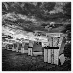 beach chairs square -explore- (MAICN) Tags: 2018 square quadratisch meer strandkörbe wasser mono sw nordsee clouds bw büsum blackwhite monochrome beachchair urlaub schwarzweis ocean water seascape einfarbig northsea sommer wolken