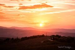 Sunset in Tuscany (@raphcars) Tags: sarteano italy tuscany toscane toscana sunset sun canon eos 7d mark ii l series 2470mm f28l usm paysage landscape