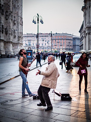 Milan Duomo Busker (Edmond Terakopian) Tags: milan guitar reportage entertainer dailylife tourists fan duomo musician entertainment dance busker streetphotography tourism music dusk alienskin exposurex4 myexposureedit m43 lumix gx9 dgleica leicadg