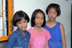 pretty preteen girls (the foreign photographer - ฝรั่งถ่) Tags: three pretty preteen girls children khlong bang bua portraits bangkhen bangkok thailand nikon d3200