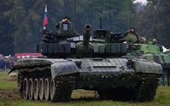 Czech MBT T-72M4CZ @ LKMT (stecker.rene) Tags: tank mainbattletank mbt panzer kampfpanzer t72 t72m4cz czecharmy czech republic czechoslovak natodays nato natodays2017 2017 improved era reaktivpanzerung salut armoured battle combat ready parade lkmt mošnov ostrava osr morava aerodrome airport defense show force gun headon canon eos7d markii tamron 150600mm military ground forces kettenfahrzeug