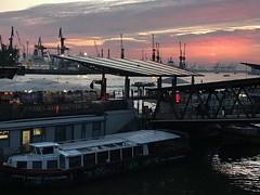 Landungsbrücken Hamburg (VreSko) Tags: gate wolken sol sun sonne sonnenuntergang sunset noche night nacht landungsbrücken water agua aqua elbe wasser ship schiff hafen port alemañia deutschland germany hamburgo hamburg