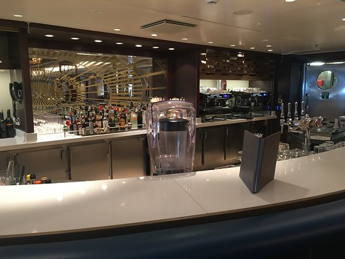 Carinthia Lounge bar on the Queen Mary 2