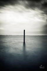 (Antoineos G.) Tags: pause longue long exposure mer sea extérieur océan eau sable ciel noirmoutier poteaux baie plage paysage gois
