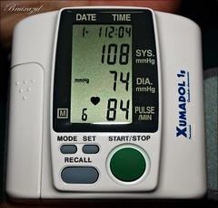 Latidos....❤️--❤️..❤️--❤️ (bruixazul poc a poc...) Tags: presiónarterial pulso monitor macro macromondays measurement