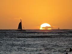 Hawaiian Sunset (kenjet) Tags: sun sunset beach hawaii oahu waikiki horizon pm evening weather paradise sailing boat sail sailboat ocean water pacificocean
