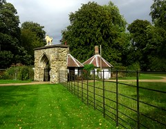 [67069] Scrivelsby : Lion Gateway (Budby) Tags: scrivelsby lincolnshire 19thcentury lodge gatehouse gate