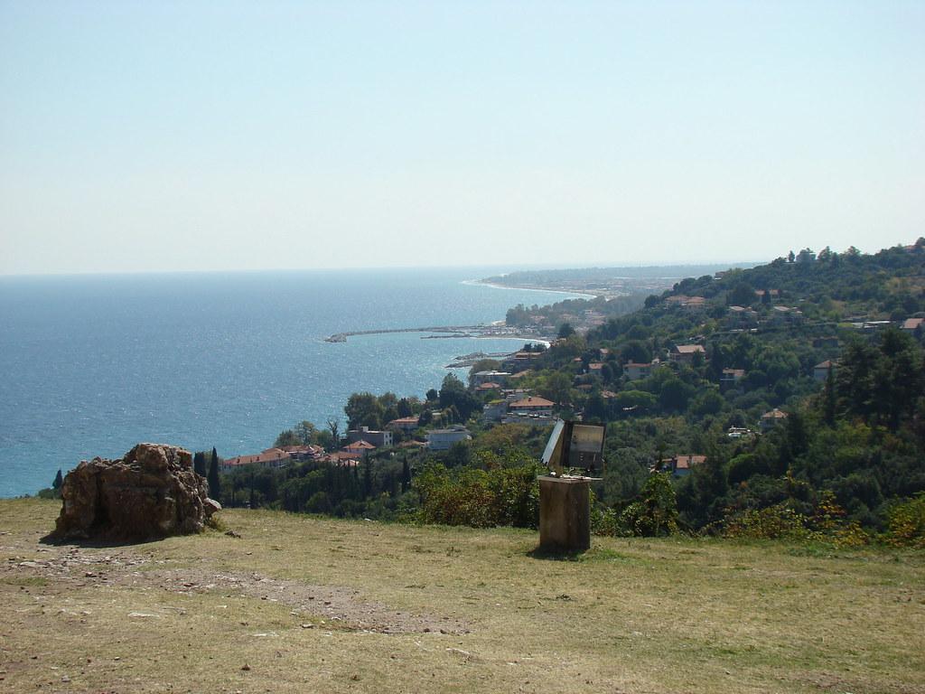 фото: Вид с холма замка Platamon