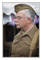 The Old Guard (Seven_Wishes) Tags: newcastleupontyne tanfield tanfieldrailway canoneos5dmarkiv canonef70200f4lisii jo reenactment 1940sweekend people squaddie soldier army uniform durhamlightinfantry candid dof depthoffield portrait glasses edoliverphotography 2018 tyneandwear uk views3k