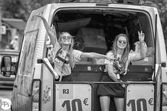 Tadaa! (Frankhuizen Photography) Tags: tourdefrance audressein pyrénées lovely smile glimlach sun glasses girl meisje vrouw woman france 2018 street straat fotografie photography people frankrijk black white zwart wit candid tour étape 16 pyreneeen pyrenees car auto vehicle truck van