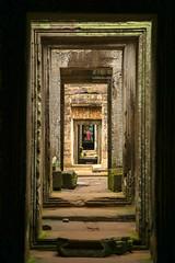 Through the doors in Angkor (Experilensing) Tags: doors puertas angkor templosdeangkor camboya cambodia southeastasia suresteasiatico asia