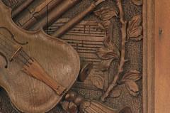 Zandeweer, Groningen, Hervormde kerk, organ balcony, detail (groenling) Tags: zandeweer groningen nederland netherlands nl hervormdekerk organ orgel hinsz hinsch balcony balkon wood hout carving snijwerk panel paneel 1731 molding profiel struiwig violin viool trumpet trompet bassoon fagot oboe hobo blokfluit partbook partij mmiia althobo englishhorn recorder