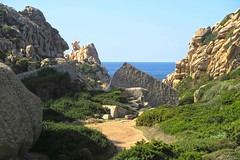 Blocked? Path into Valle della Luna (Tal des Mondes) in Capo Testa, Sardinia (barbmz) Tags: capotesta rocks felsen cliffs klippen granit granite sardinia sardinien sardegna kap valledellaluna romans römer quarry steinbruch