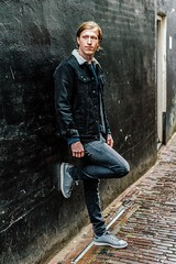 Relaxed (Dannis van der Heiden) Tags: persona person wall modelphotography model wouter jeans shoes man male brick nikond750 d750 nikkor50mmf18g netherlands amersfoort