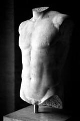 18.10-05 (analogish) Tags: 35mm 135film bw blackwhite classicalage glyptothek klassischesaltertum kodaktrix400 münchen munich reflectaproscan7200 schwarzweiss sculpture skulptur voigtländerbessar2a voigtländercolorheliar75mmf25m39