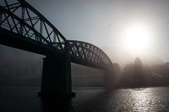 Cuando la niebla me persigue. (Batide Machado) Tags: pontedeume galicia acoruña lacoruña coruña niebla clouds sun sunset ponte puente bridge train tren sea mar ngc