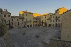 Aquaviva (Dirk Buse) Tags: acquavivapicena marche italien ita marken italy italia platz sonne sunset mft mu43 m43 urlaub travel reise häuser