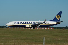 EI-FIT (IndiaEcho) Tags: eifit ryanair boeing 737800 london stansted egss stn airport airfield civil aircraft aeroplane aviation essex england canon eos 1000d