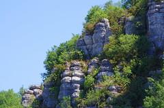 73 - Ardèche - Vogüé les falaises au dessus du village (paspog) Tags: france ardèche vogüé août august 2018 falaise falaises cliff cliffs klippe klippen