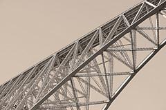 Et tout là-haut passent les trains (bernarddelefosse) Tags: viaducduviaur viaduc pont viaur aveyron tarn occitanie france acier