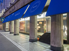 Heals, Tottenham Court Road. 20181019T06-09-33Z (fitzrovialitter) Tags: bloomsburyward england fitzrovia gbr geo:lat=5152098000 geo:lon=013477000 geotagged unitedkingdom peterfoster fitzrovialitter city camden westminster streets urban street environment london streetphotography documentary authenticstreet reportage photojournalism editorial daybyday journal diary captureone olympusem1markii mzuiko 1240mmpro microfourthirds mft m43 μ43 μft ultragpslogger geosetter exiftool vagrant homeless roughsleeper rubbish litter dumping flytipping trash garbage
