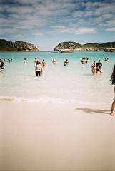 Arraial do Cabo (Henrique F. da Silva) Tags: fujic200 olympustrip505 pointandshoot filmisnotdead film filmisalive arraialdocabo rio rj trip sea beach holidays