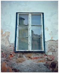 Sighisoara (misu_1975) Tags: eu ro romania sighisoara 7ii mediumformat 120 220 film kodak portra rangefinder street window mamiya mamiya7ii