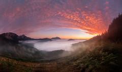 Panoramica Aramaiona (Alfredo.Ruiz) Tags: canon 5d 1635 amanecer panoramica aramaiona aramaio alava