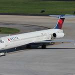 N900DE - Delta McDonnell Douglas MD-88 thumbnail