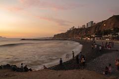 Down by the Sea, Miraflores (Geraint Rowland Photography) Tags: sunset longexposure downbythesea wwwgeraintrowlandcouk miraflores lima peru barranco sanisidro flickr instagraminperu peruvians beachesoflima timely agedphoto geraintrowlandphotographyinperu